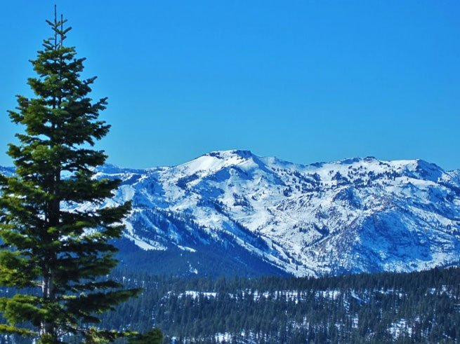 April Snow and Savings at Squaw Valley Lodge!